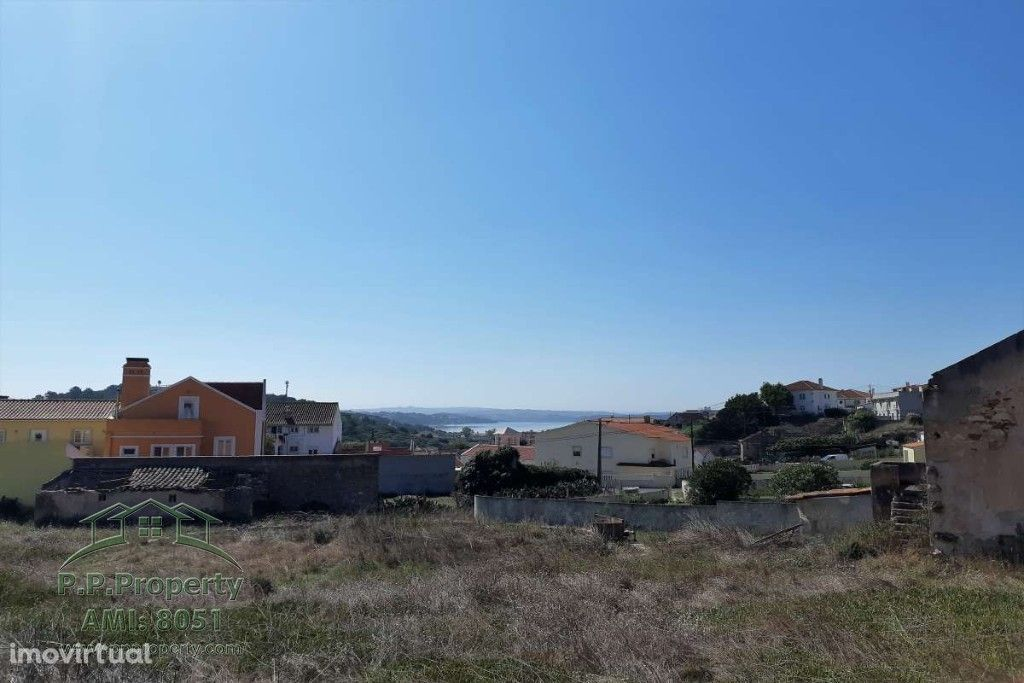 Terreno com possibilidade de construção, na Vila da Foz do Arelho