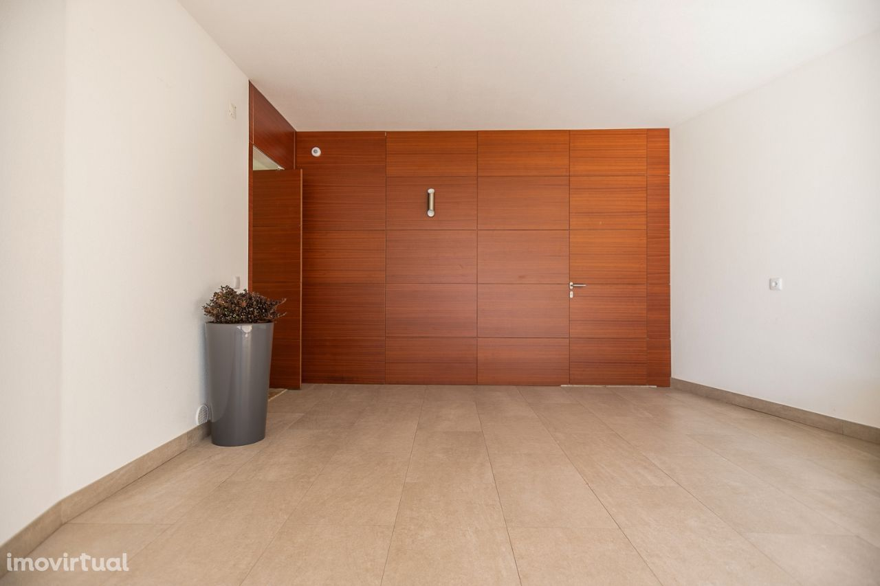 Moradia 4 Suites em Azeitão, piscina, Garagem, lavandaria e ginásio