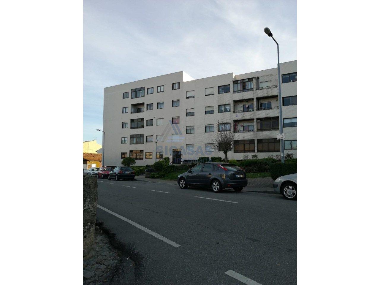 Apartamento T1 a ser renovado em Rio Tinto (Forno)