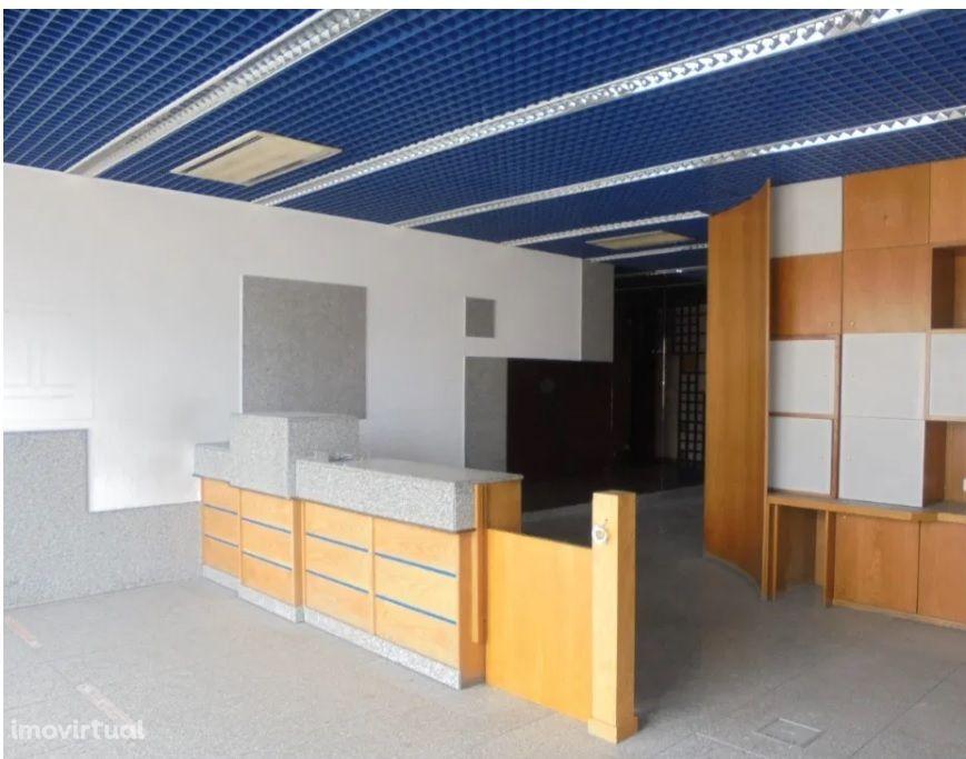 Oportunidade de investimento em Tomar, 2 lojas com total de 210m2.
