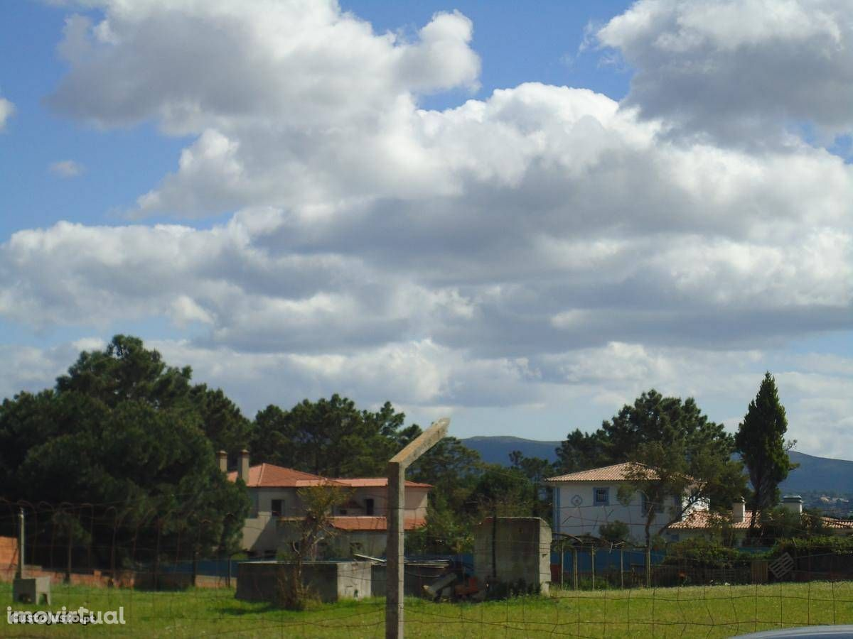 Terreno Urbano junto à Quinta do Perú