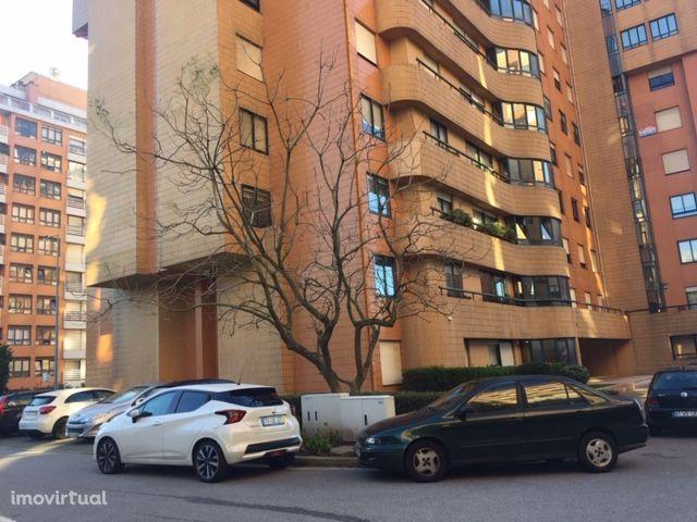 T2 de 2 frentes, na Urbanização Jardins d'Arrábida, V. N. de Gaia