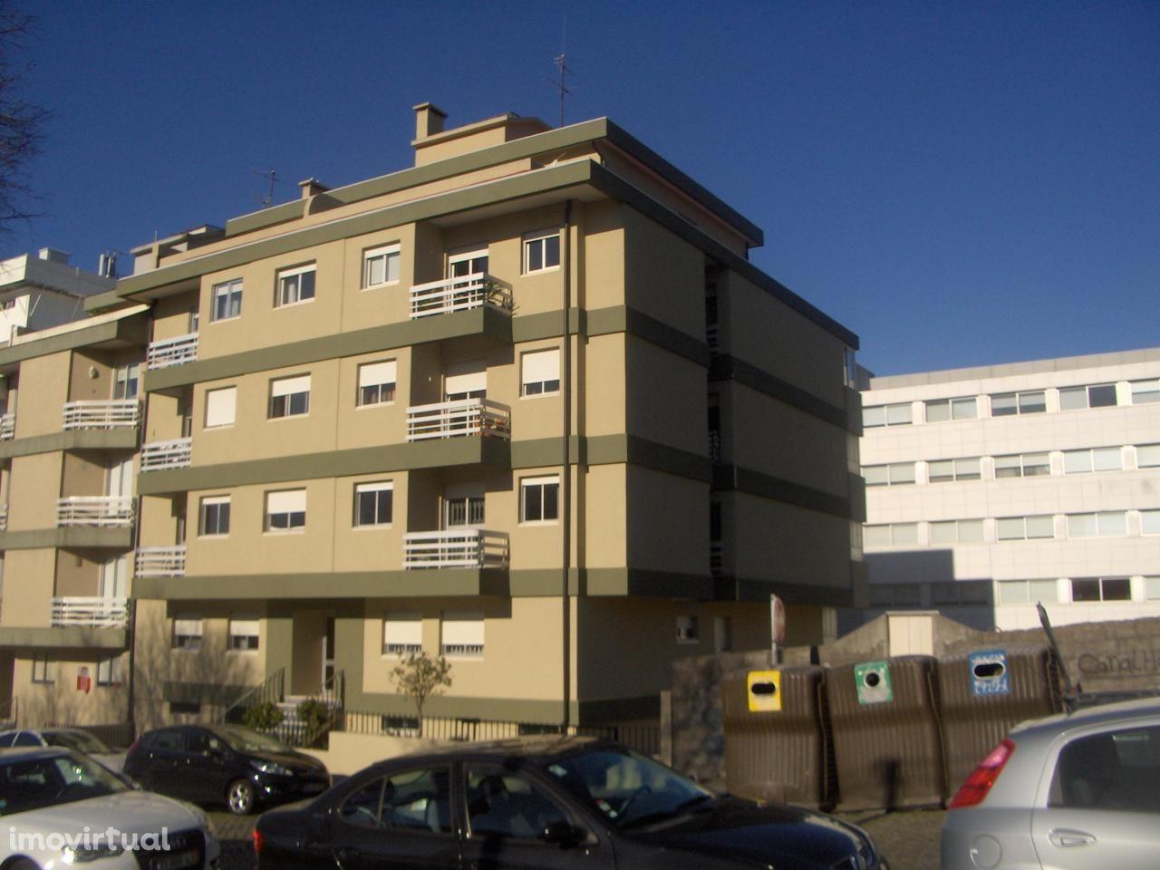 T1 Antas, c/terraços e garagem.