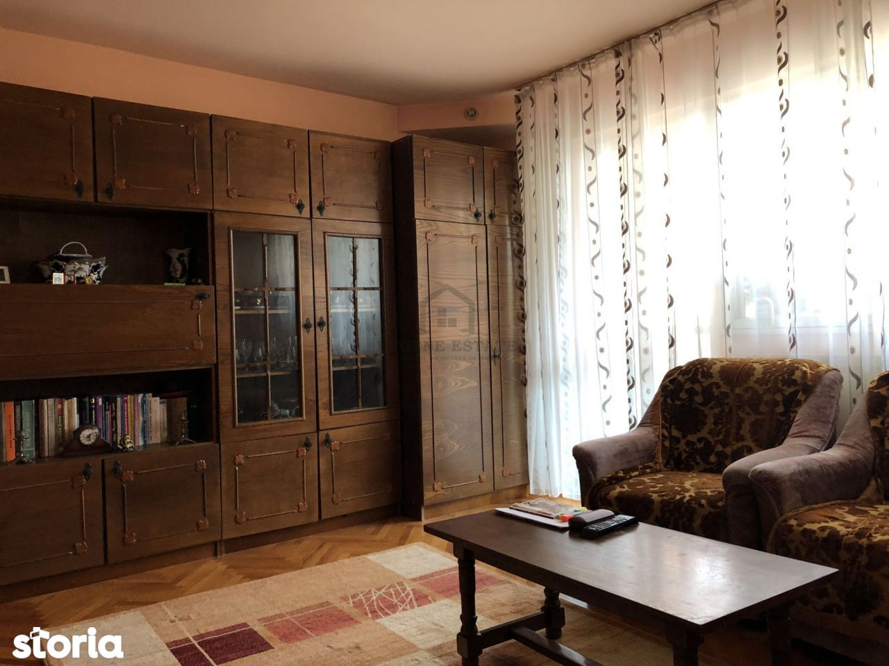 Apartament cu 3 camere, zona Dâmbovița