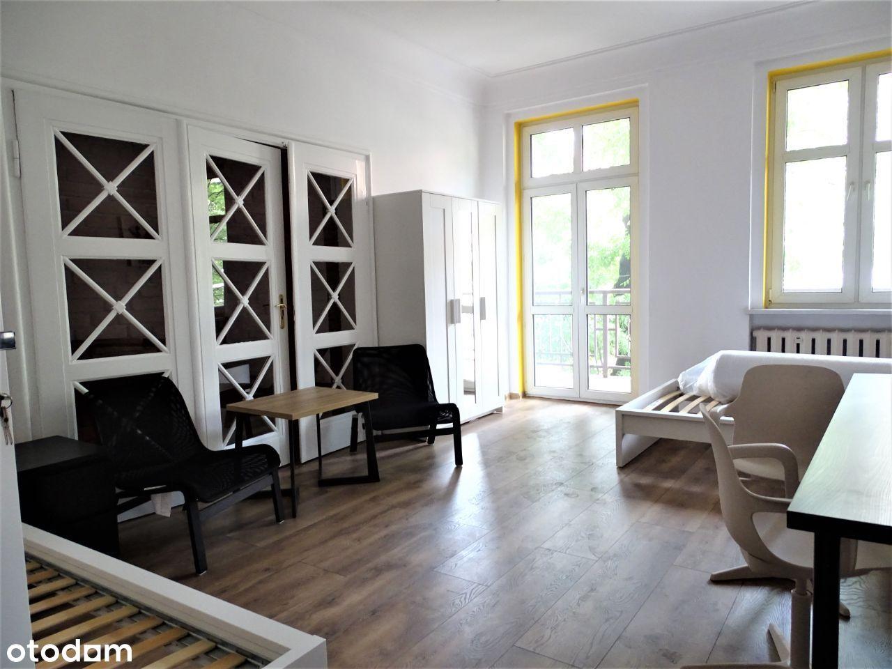Pokój 2- osobowy, ok. 30 m2 z balkonem. Centrum
