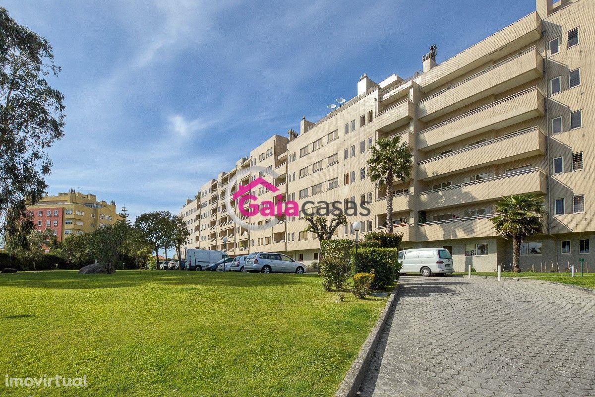 Apartamento T2 inserido condomínio reservado com lug de garagem - Gaia