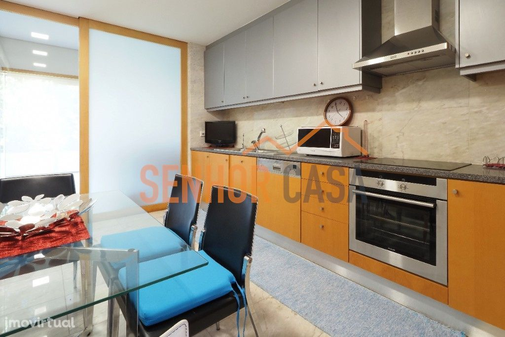 Apartamento T4 no centro da Póvoa do Varzim para arrendamento