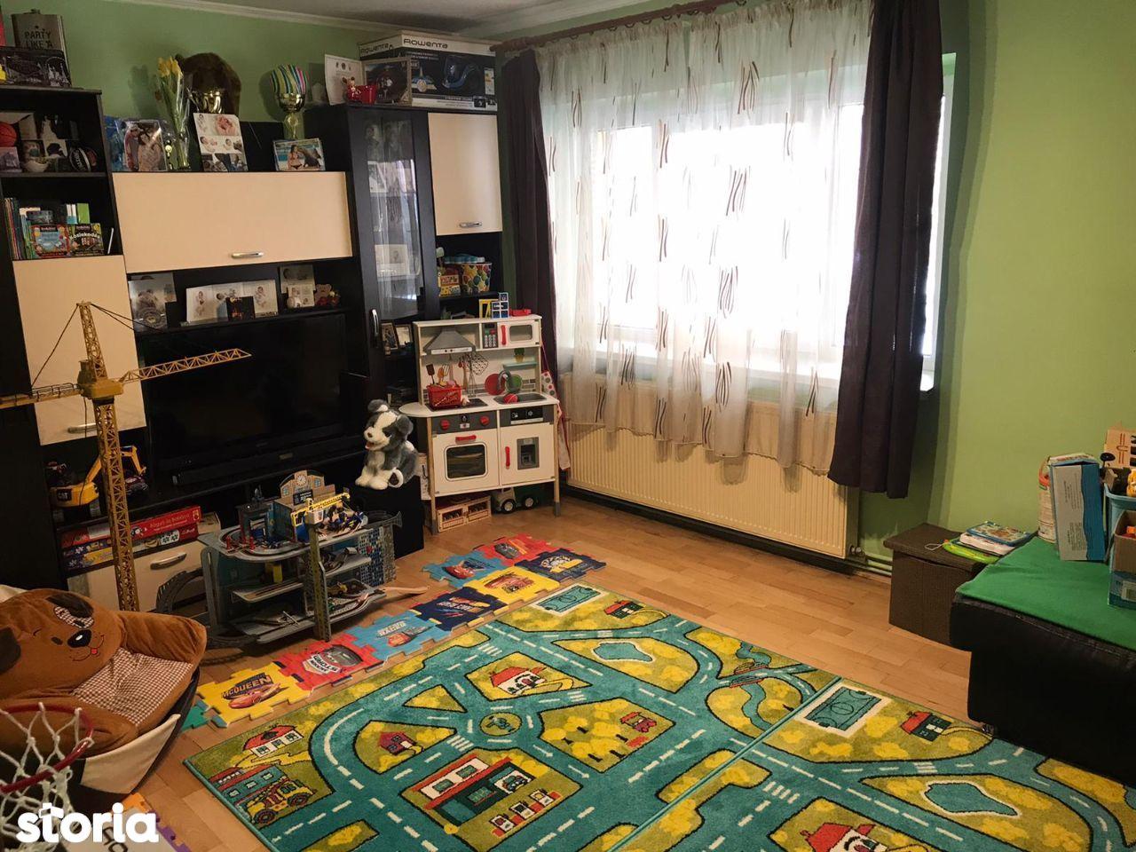 Apartament cu 3 camere str. Slatina