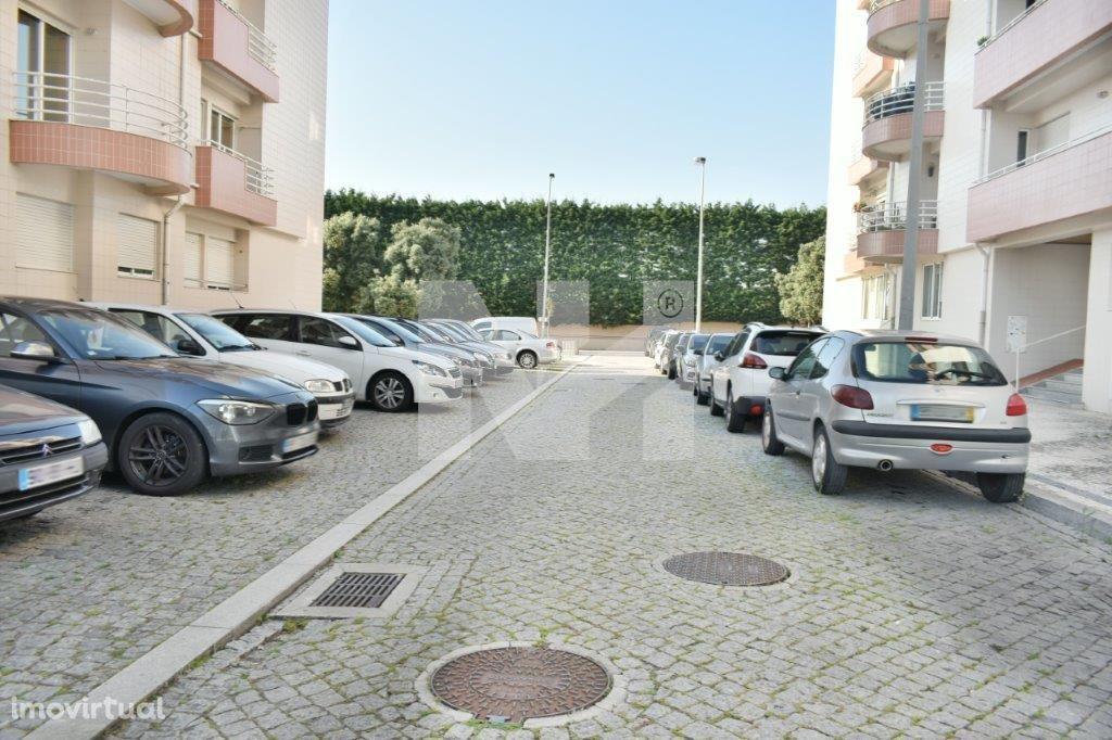 Garagem Fechada   2 Viaturas   Póvoa de Varzim
