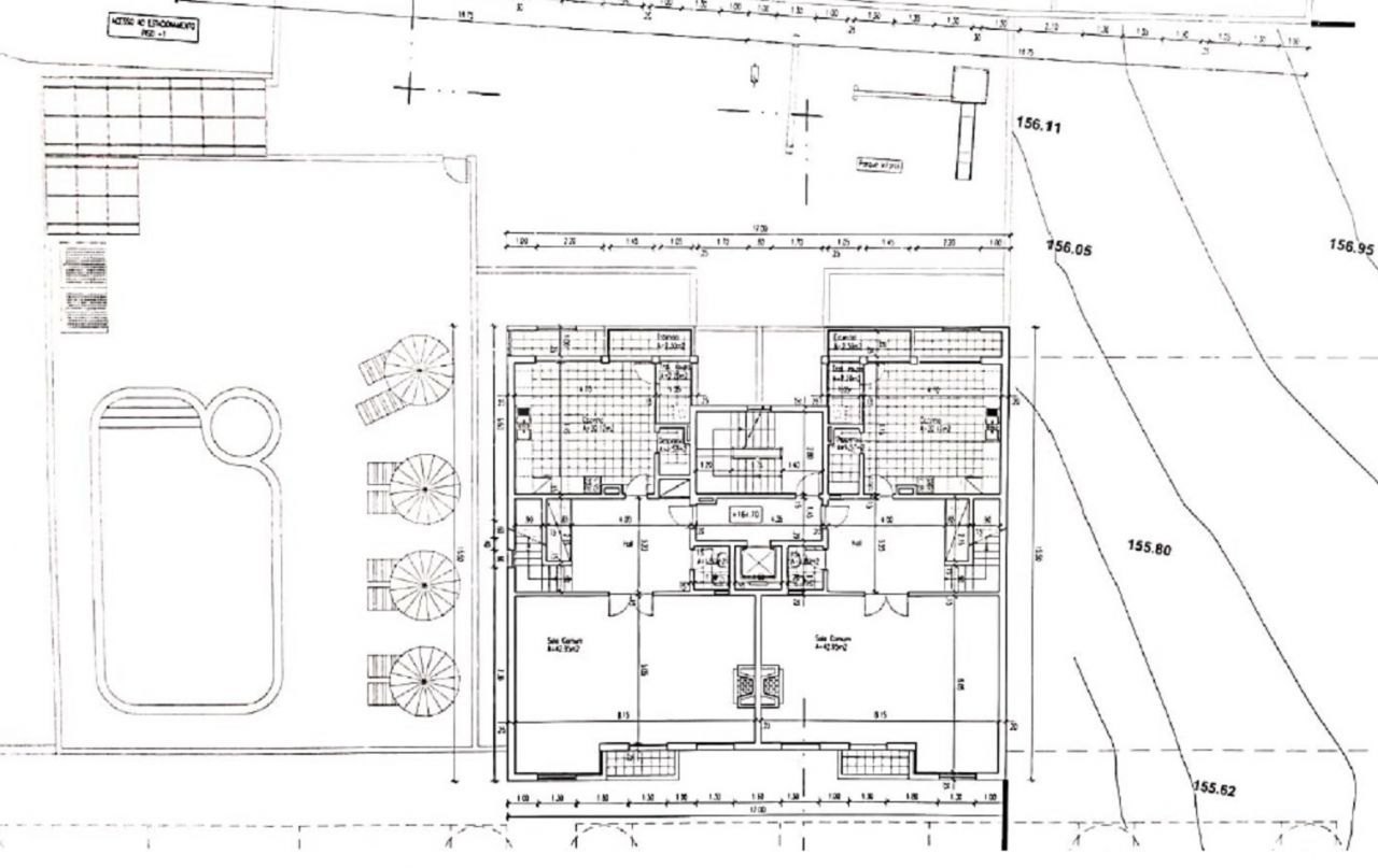 Terreno com projeto e licenças pagas, permitindo o início imediato de construção.