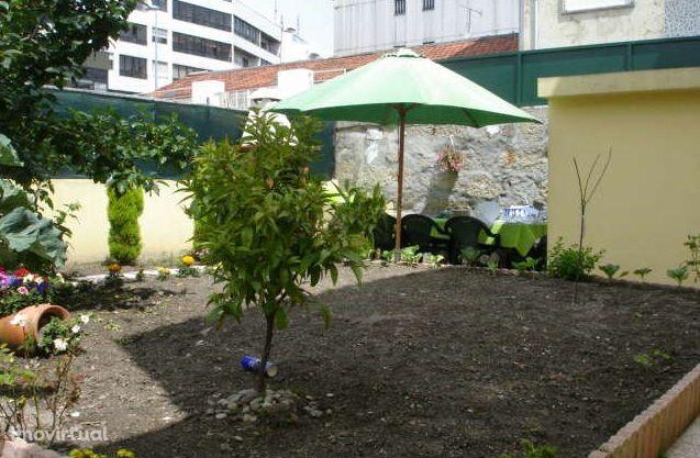 Moradia com garagem + terreno no Bonfim.