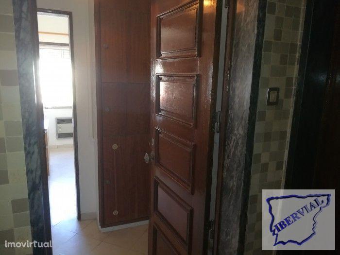 Apartamento em Ajuda/ Lg.R.Seco/ S.Miguel
