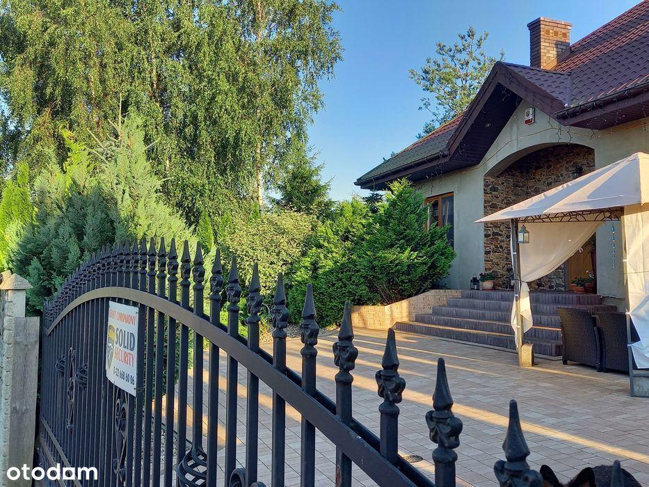 Dom jednorodzinny z zadbanym ogrodem na sprzedaż