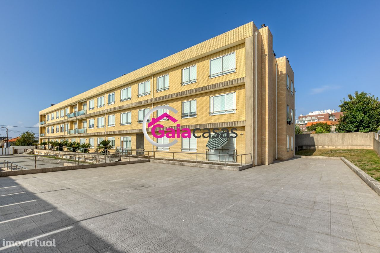 Apartamento T2 em condomínio fechado + garagem fechada, Canidelo