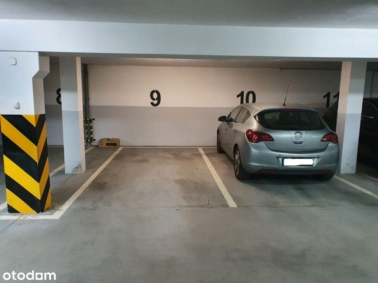 Sprzedam miejsce postojowe w hali garażowej