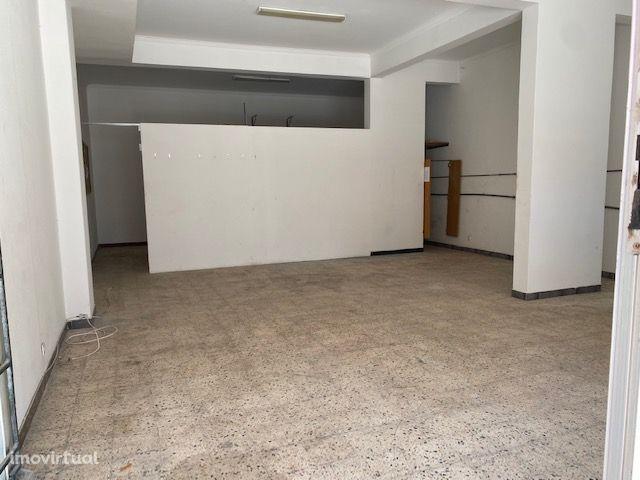 Loja na Rua de Bissau, Nº 53, Cruz de Pau