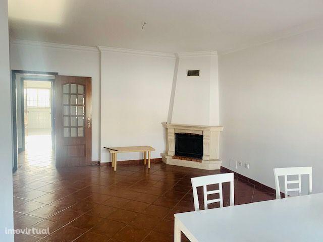 Apartamento T3, excelentes áreas.