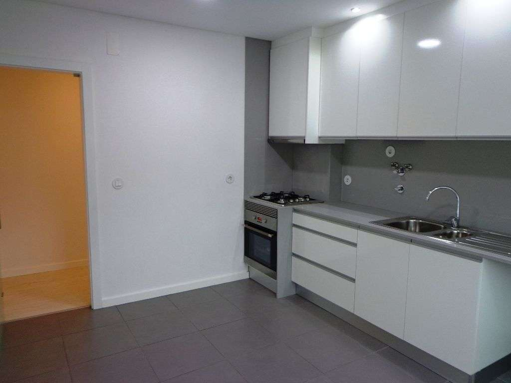 Apartamento para comprar, Avenida Infante Dom Henrique, São Sebastião - Foto 1