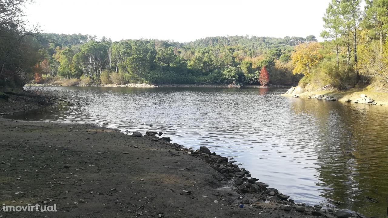 Vende Terreno nas Margem do Rio Dão