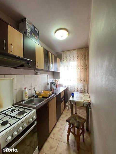 Apartament 2 camere 40 mp etaj 3 zona Banc Post Pret 35.000 Euro