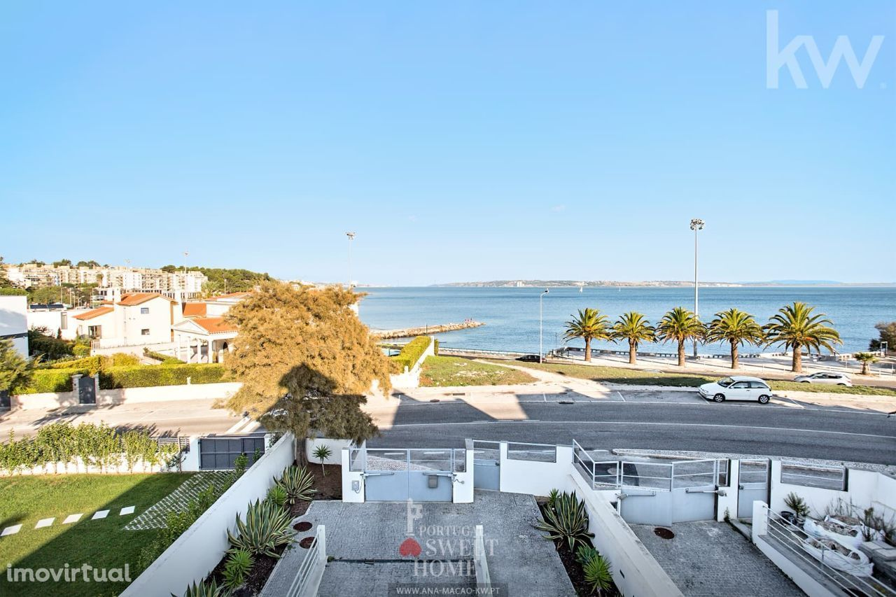 Oeiras, Alto da Barra - Moradia Geminada T3+1, primeira linha mar