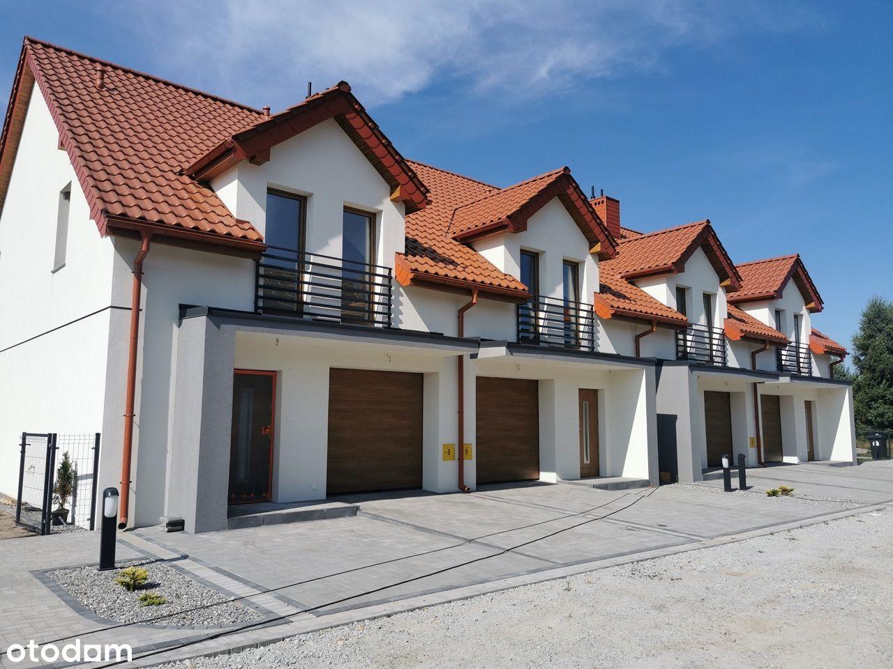 Narożny dom w zabudowie szereg, kameralne osiedle