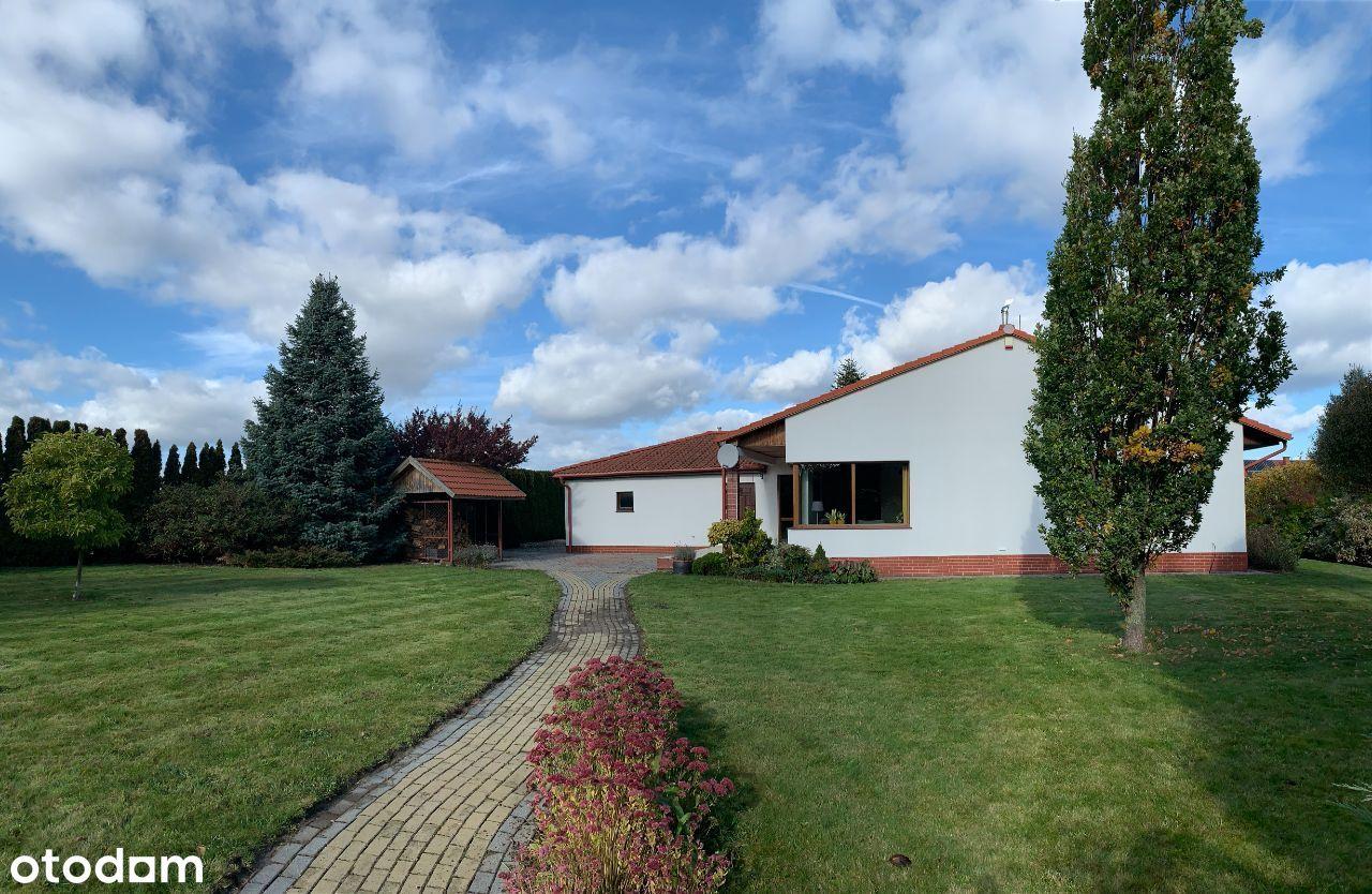 Dom w Kosakowie z pięknym ogrodem