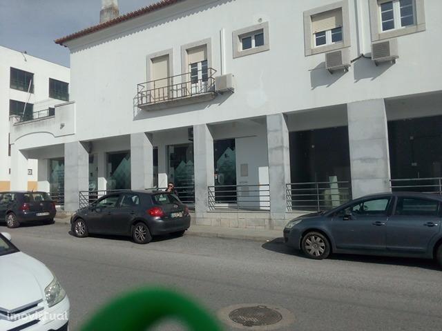 LOJA , Évora, Horta das Figueiras, 48m2 c/2 parqueamentos