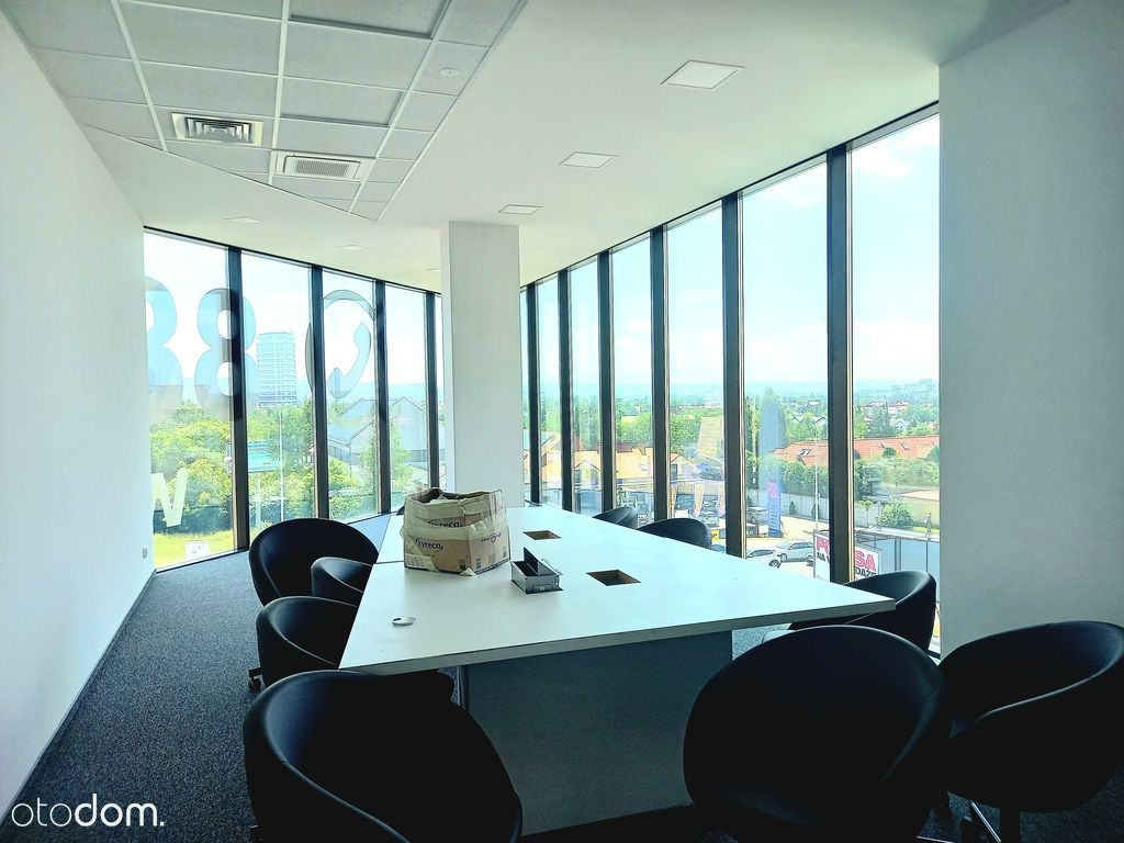 Nowoczesne biuro z pięknymi widokami