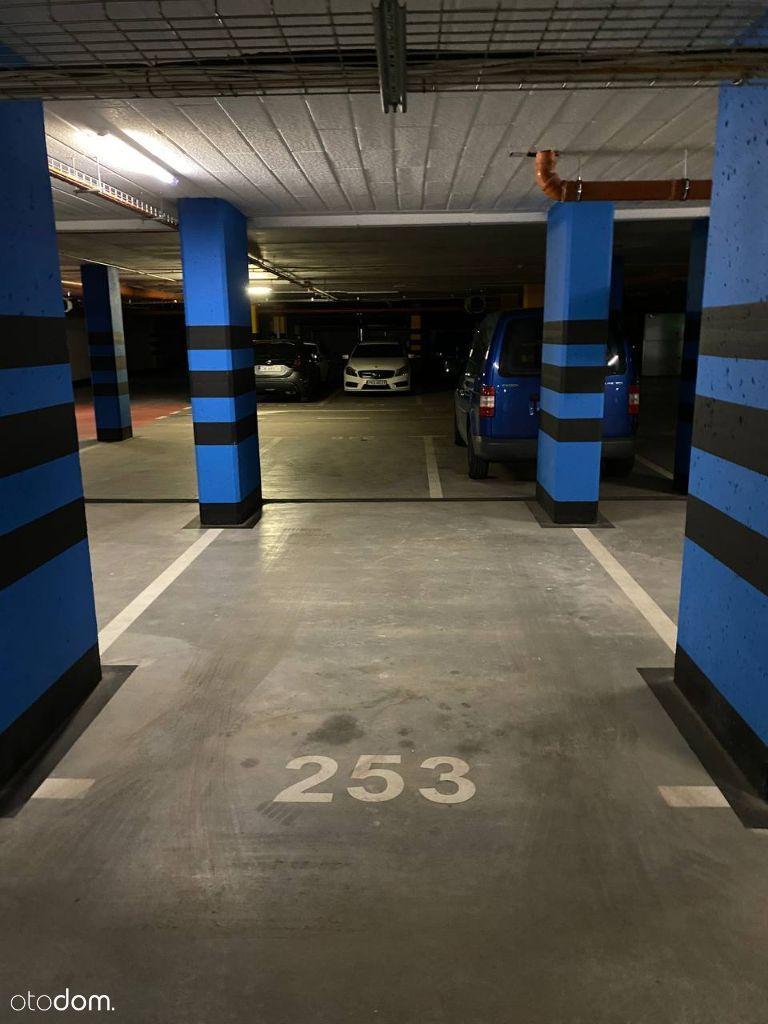 Miejsce postojowe/ Podziemny parking/ Mieszczańska