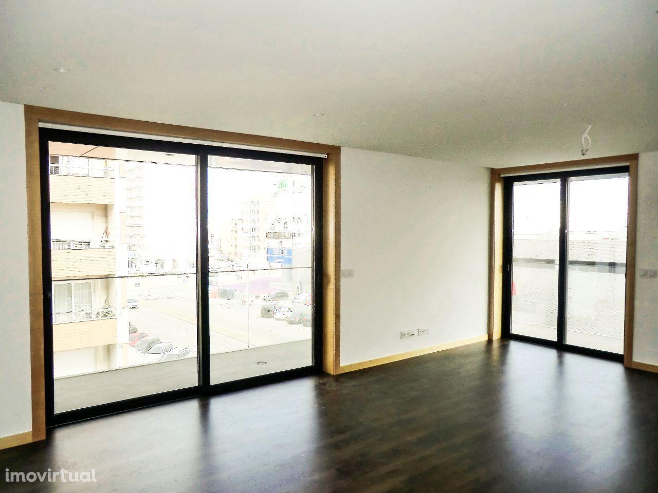 Apartamento T2 + 1,com garagem fechada, novo, Glicinias, Aveiro