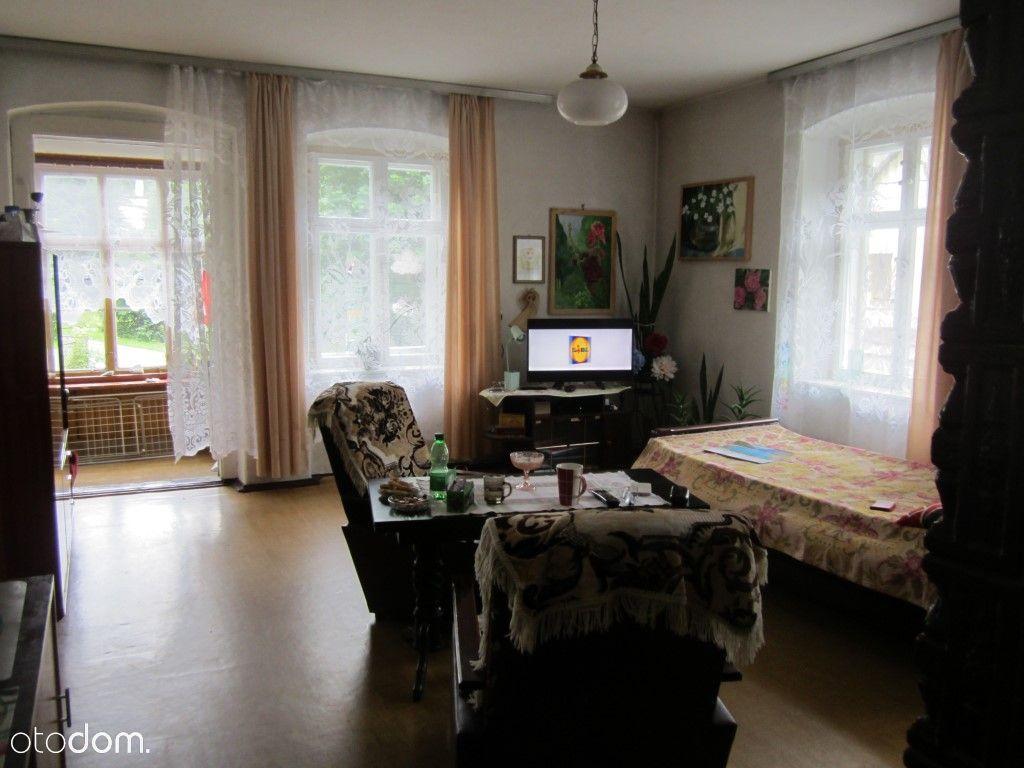 Duże mieszkanie do remontu z ogrodem w Podgórzynie