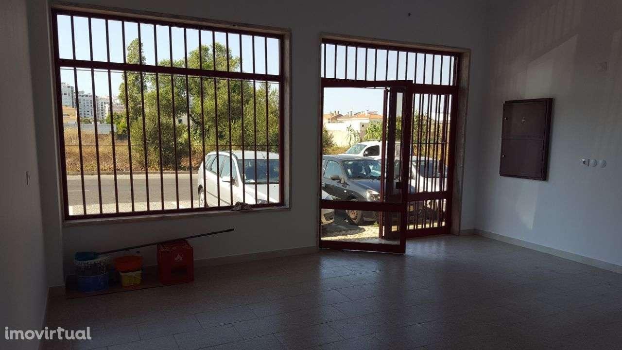 Loja para arrendar, Rua Vasco Santana - Bairro São Carlos, Algueirão-Mem Martins - Foto 4