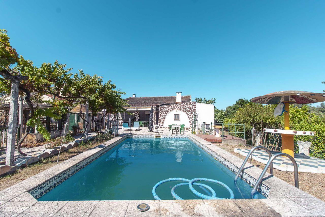 Na Quinta do Anjo 5880m2 casa com garagem e piscina!