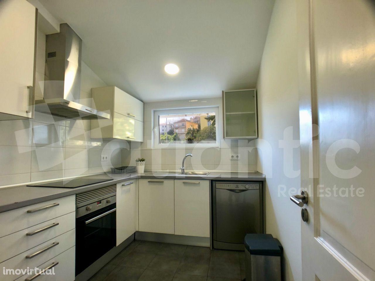 Apartamento T2+1 remodelado em Monte Estoril