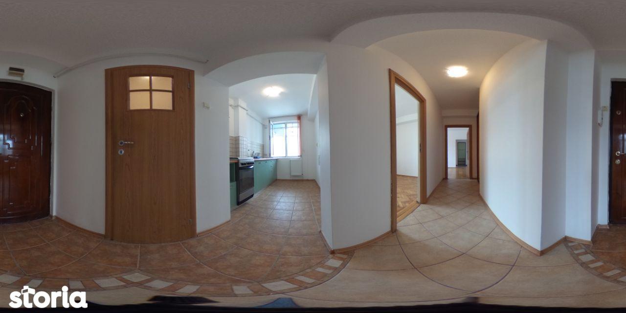 Apartament 3 camere de vanzare- Central