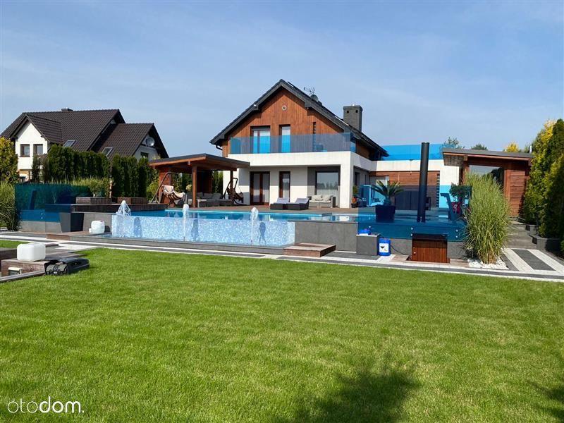luxusowy dom z basenem pod miastem