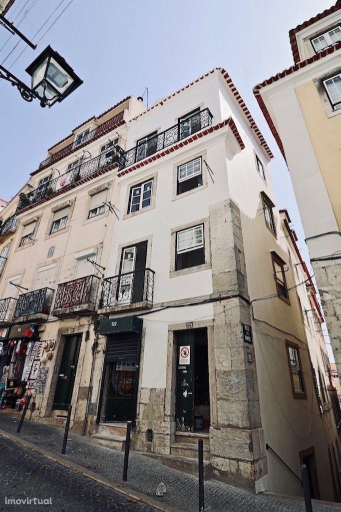 Prédio reabilitado e mobilado 1 Loja + 3 apartamentos – Lisboa