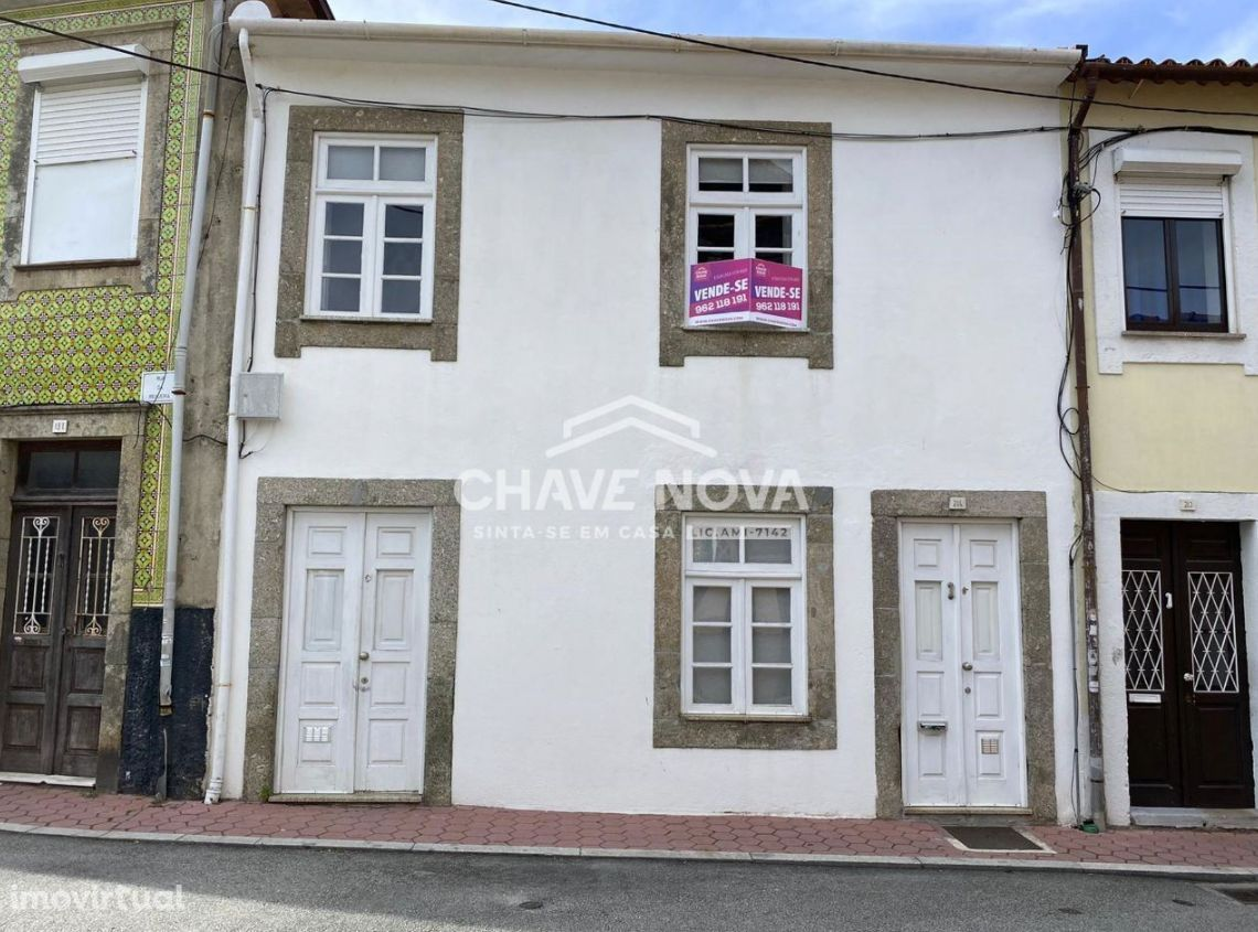 Moradia em Banda T2 Remodelada - Santa Marinha (Coimbrões)