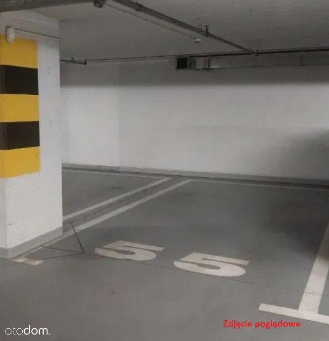 Miejsce park. w garażu podziemnym