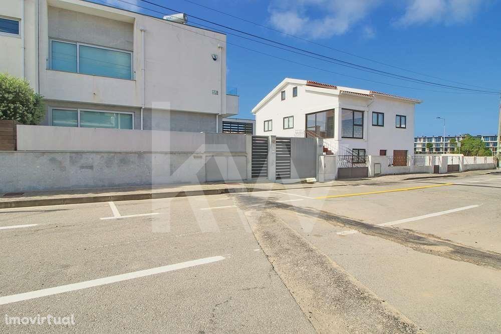 Moradia T3 arquitectura moderna na Praia da Barra