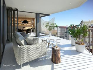 Apartamento T4 com jardim 4º piso em São Mamede!