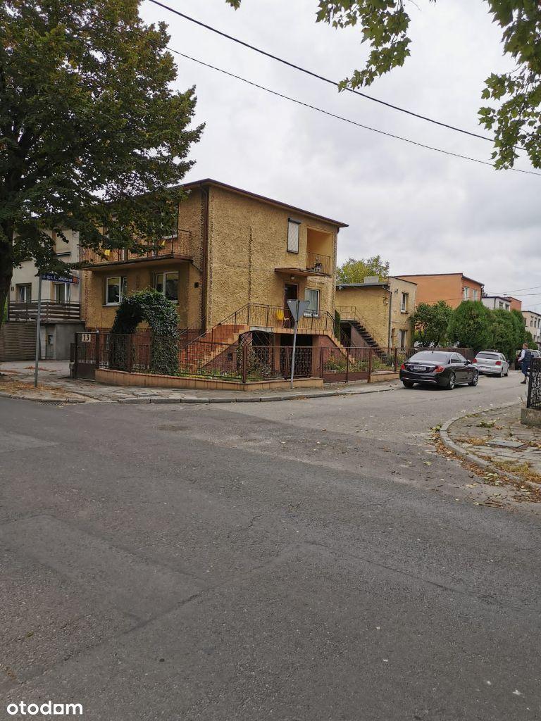Duży dom z działką, blisko centrum