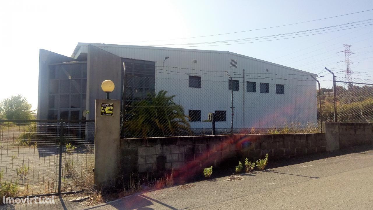 Venda Armazém Palmela | 3.048 m2 | Escritório + Cais