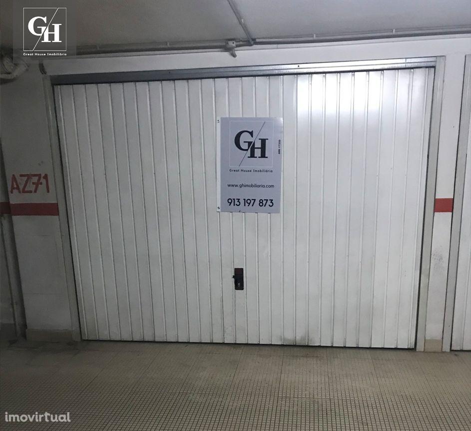 Garagem fechada 1 carro Edifício Rainha