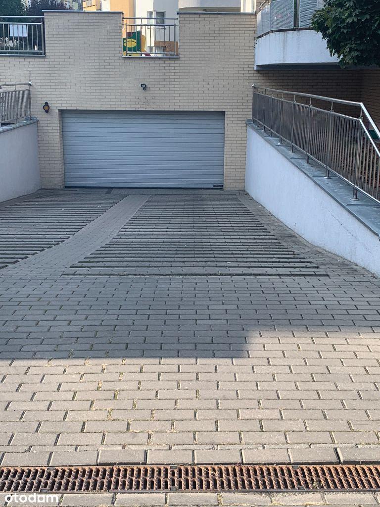 Na sprzedaż miejsce postojowe w garażu podziemym
