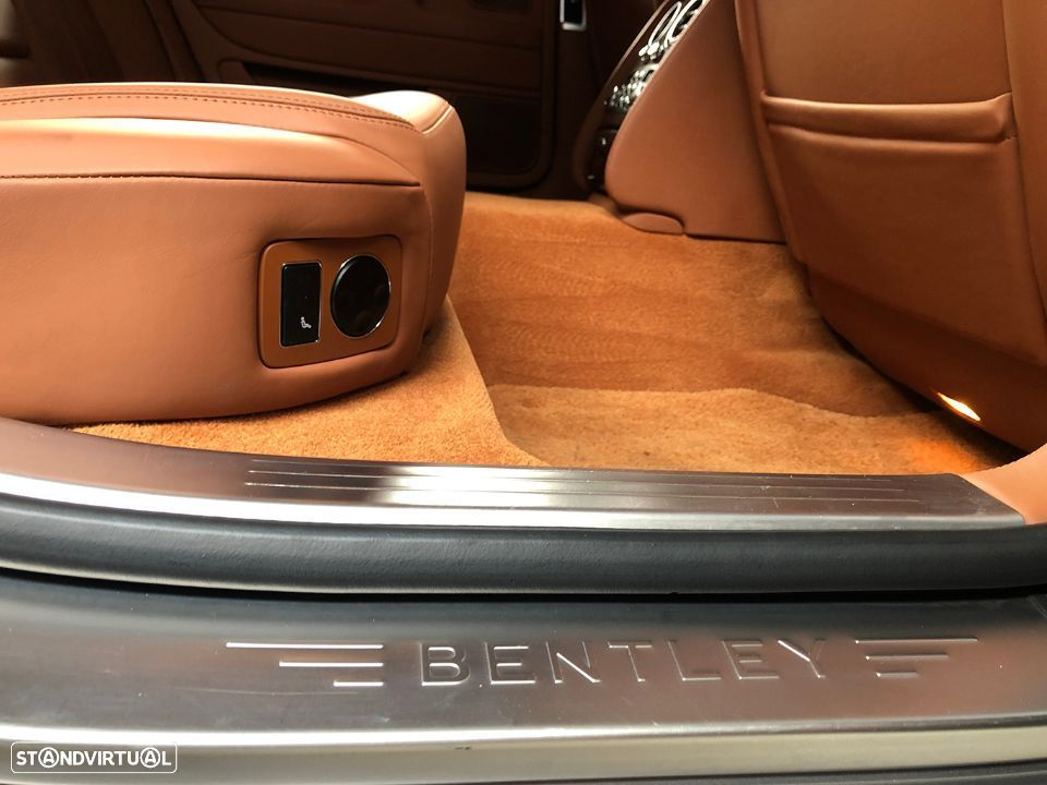 Bentley Continental Flying Spur 5 Lugares 6.0L W12 - 28