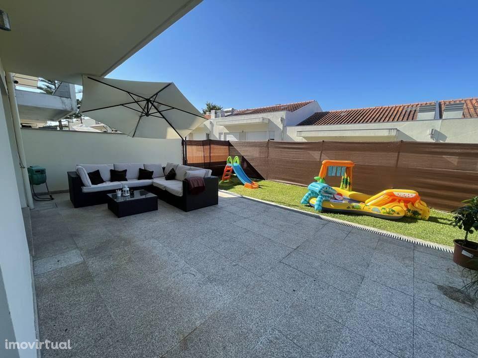 Moradia 2 frentes em Ermesinde com boas áreas, terraço e jardim