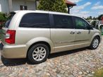 Chrysler Town & Country - 2