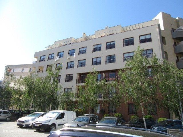 Apartamento T2 com garagem fechada - Abelheira